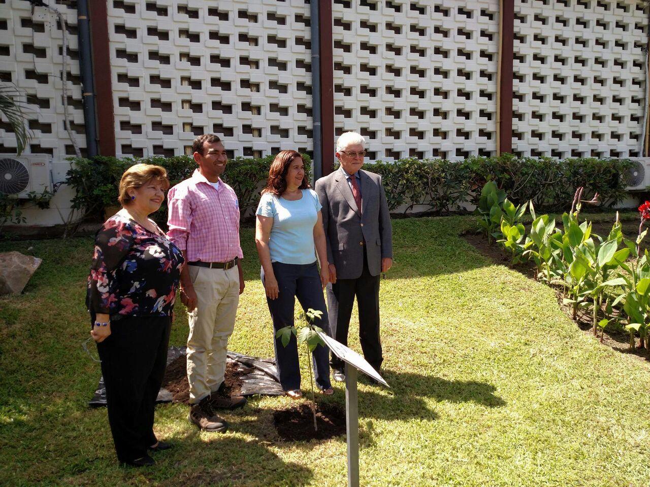 Saturday morning Vishnu planted a tree sapling  with Environment Minister of El Salvador Leen Pohl.
